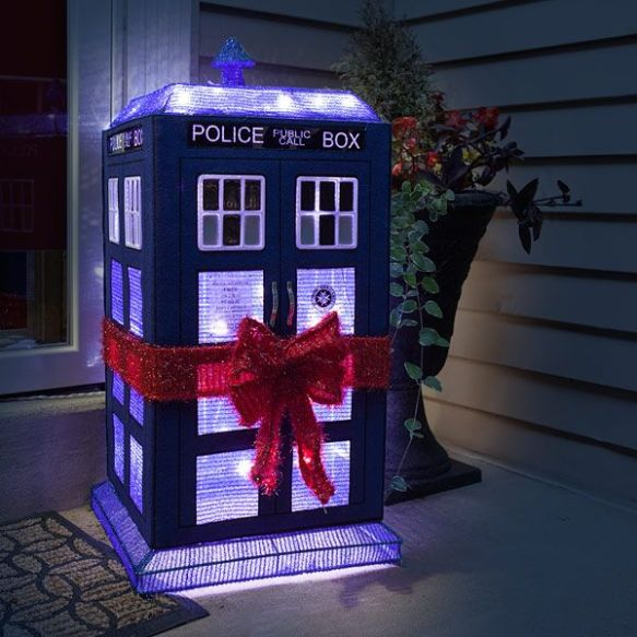 Fan GIrl Friday Tardis Lawn Decor