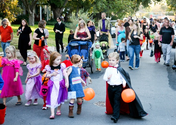 Hers Day Thursday Halloween Parade
